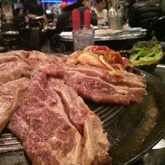 Photo taken at Honey Pig Gooldaegee Korean Grill by Allen W. on 2/6/2013