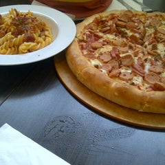 Photo taken at Pizza Hut by Felicia J. on 10/5/2012