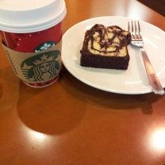 Photo taken at Starbucks by Novia 梅. on 1/23/2014