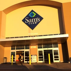 Photo taken at Sam's Club by Melissa R. on 11/1/2013