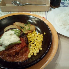 Photo taken at ジョナサン 荻窪北店 by Buzz 1. on 8/6/2015