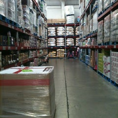 Photo taken at Sam's Club by Oscaar Conzuelo' on 10/7/2012