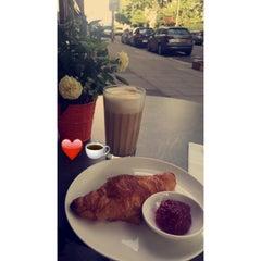 Photo taken at L'ETO Caffe - Fulham by Mashael M. on 8/19/2015