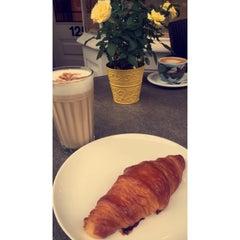 Photo taken at L'ETO Caffe - Fulham by Mashael M. on 8/14/2015