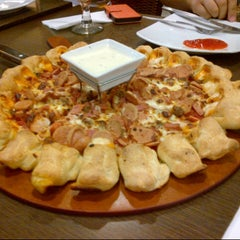 Photo taken at Pizza Hut by Orva on 5/5/2013