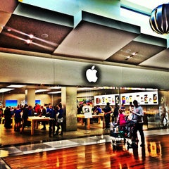 Photo taken at Apple Store, Chermside by Rental Express Property Management on 7/14/2013