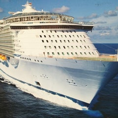 Photo taken at Royal Caribbean Oasis of the Seas by Haroldo F. on 12/8/2012