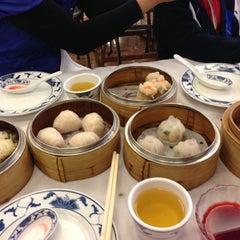 Photo taken at Yank Sing by Sung P. on 10/21/2012