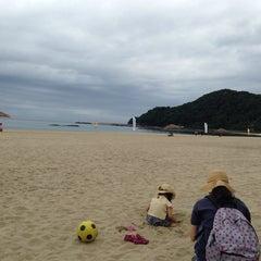 Photo taken at 夕日ヶ浦海水浴場 by Partida 2. on 6/28/2014