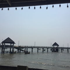 Photo taken at ปะการัง บางแสน by Kesarin V. on 4/25/2016