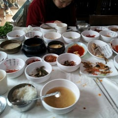 Photo taken at 이풍녀 구로쌈밥 by Kevin M. on 1/15/2013
