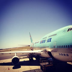 Photo taken at Gate 30 by @wilburwong on 10/11/2012