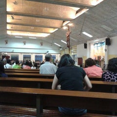 Photo taken at Holy Trinity Church by Deeyeana L. on 1/24/2015