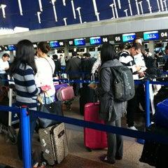Photo taken at 上海浦东国际机场1号航站楼 T1 Shanghai Pudong Int'l Airport by Titan X. on 11/10/2012