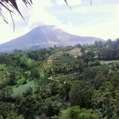 Photo taken at Tanah Karo Simalem Sinabung Mount ☂Village by Rizky A. on 6/27/2014