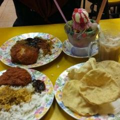 Photo taken at Restoran Maju Ahmad by Ridza S. on 10/24/2015