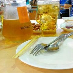Photo taken at ลานเบียร์ บิ๊กซี ดอนจั่น   Beer Garden at Big C by Fawwaz P. on 4/27/2015
