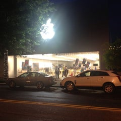 Photo taken at Apple Store, Bethesda Row by Юрий К. on 6/27/2013