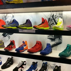 Photo taken at House Of Hoops Orlando by Boás Henrique O. on 1/29/2013