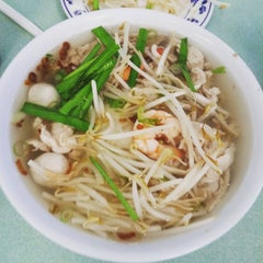 Photo taken at Kim Ky Noodle House by Wayeal Z. on 8/1/2015