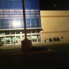 Photo taken at Best Buy by Walter S. on 11/18/2012