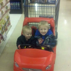 Photo taken at Jewel-Osco by Peter K. on 10/28/2012