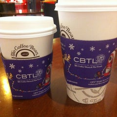 Photo taken at The Coffee Bean & Tea Leaf by Andrea F. on 12/17/2012