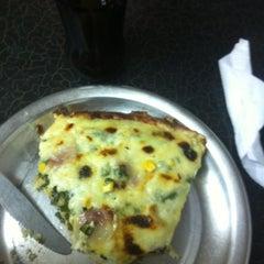 Photo taken at Pizzas El Vecino by Carlos V. on 2/27/2013
