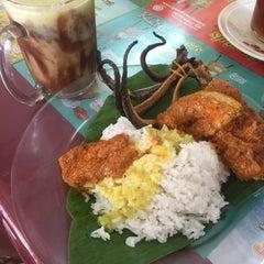 Photo taken at Nasi Padang Kampung Baru by Aidil S. on 11/24/2015