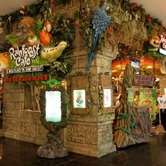 Photo taken at Rainforest Cafe Dubai by Mimi Y. on 11/11/2012