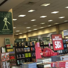 Photo taken at Barnes & Noble by Susie B. on 1/31/2016