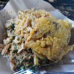 Photo taken at Nasi Pecel Sambel Tumpang by Asri M. on 5/24/2014