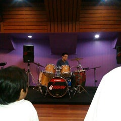 Photo taken at Cresendo music shop & music school by Sisca N. on 1/27/2014