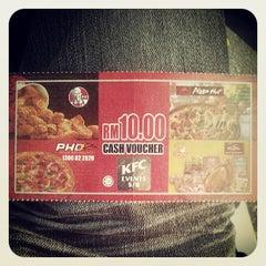 Photo taken at KFC & Pizza Hut Subang 2 by Abdul B. on 5/22/2013