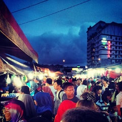 Photo taken at Brinchang Pasar Malam by Zulfadli A. on 6/1/2013