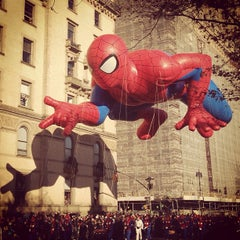 Photo taken at Macy's Thanksgiving Day Parade by Tien M. on 11/22/2012