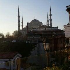3/26/2016 tarihinde Mahmud T.ziyaretçi tarafından Darüssaade İstanbul Hotel & Cafe'de çekilen fotoğraf