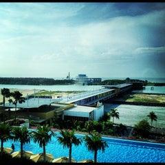 Photo taken at Holiday Inn by William Lye Wei Wern on 11/30/2012