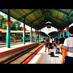 Photo taken at Stasiun Surabaya Gubeng by Didon A. on 12/2/2012