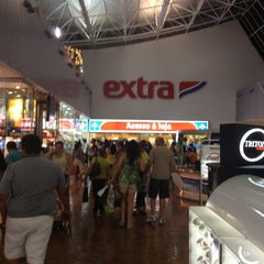 Photo taken at Extra by Leonardo L. on 12/1/2012