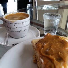 Photo taken at Café da Barra by Fabio V. on 3/12/2015