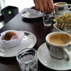 Photo taken at Café da Barra by Fabio V. on 7/8/2015