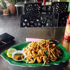 Photo taken at Hotmas Restaurant by Aniq L. on 9/22/2015