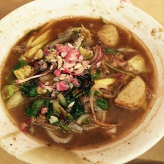 Photo taken at Laksa Shell Farlim by Myra M. on 8/9/2015