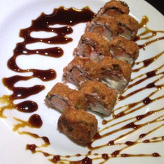 Photo taken at Max Sushi by Mineirinho J. on 9/21/2013