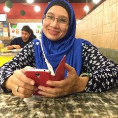 Photo taken at Restoran Kari Kepala Ikan SG by Nabilah A. on 9/11/2015