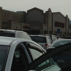 Photo taken at Giant Eagle Supermarket by Cathy S. on 7/27/2013