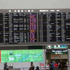 Photo taken at 成田国際空港 第2ターミナル (Narita International Airport - Terminal 2) by Yunni I. on 3/1/2013