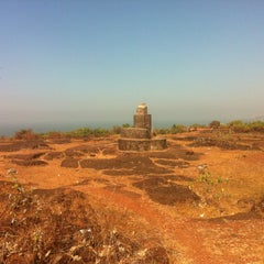 Photo taken at Chapora Fort by Евгений Д. on 1/5/2013