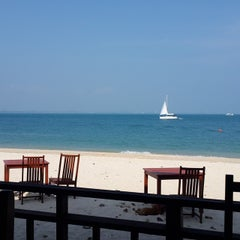 Photo taken at Mooban Talay Resort (หมู่บ้านทะเลรีสอร์ท) by Travelin Matt H. on 2/15/2015